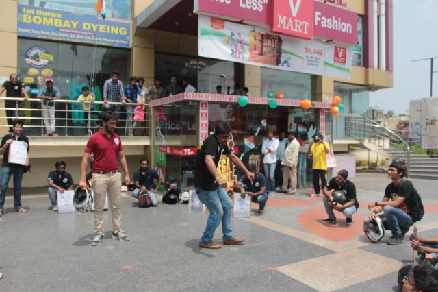 Pic 3. Nukkad Natak at Priya Mall Kashipur.JPG